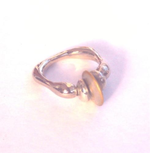 White gold ring inlaid with yellow spiral