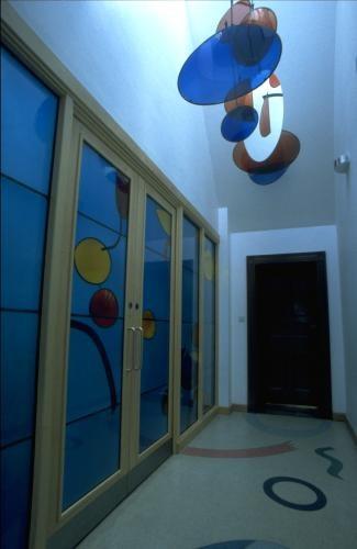 Bagshaw Museum: screen; ceiling sculpture; flooring