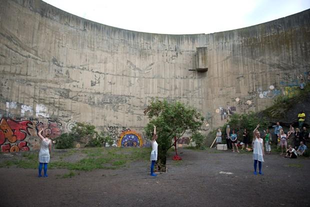 Conversation to a Concrete Wall
