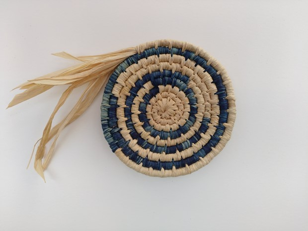 learn to make a raffia mat