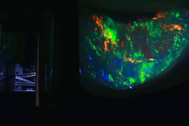 SiO2.nH2O (black opal)
